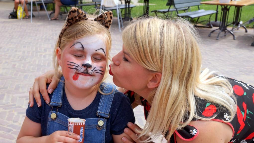 een kus van Anne-Marie op de Rett Familiedag