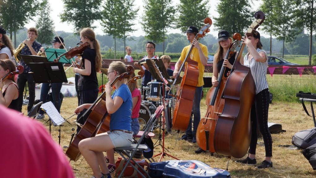 een heel orkest op de Rett Familiedag